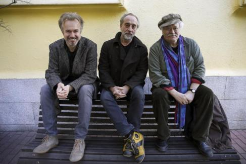 De izqda. a dcha.,Tristán Ulloa, Gonzalo de Castro y el director...