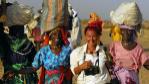 Lynsey Addario, junto a unas mujeres en Darfur, en una imagen tomada...