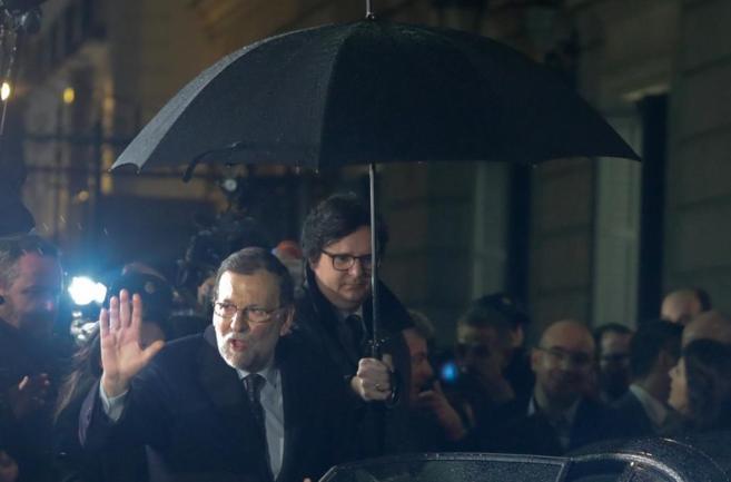Mariano Rajoy abandona el Congreso tras la segunda votación de...