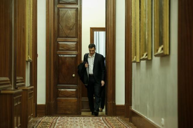 Pedro Sánchez abandona su despacho del Congreso tras perder la...