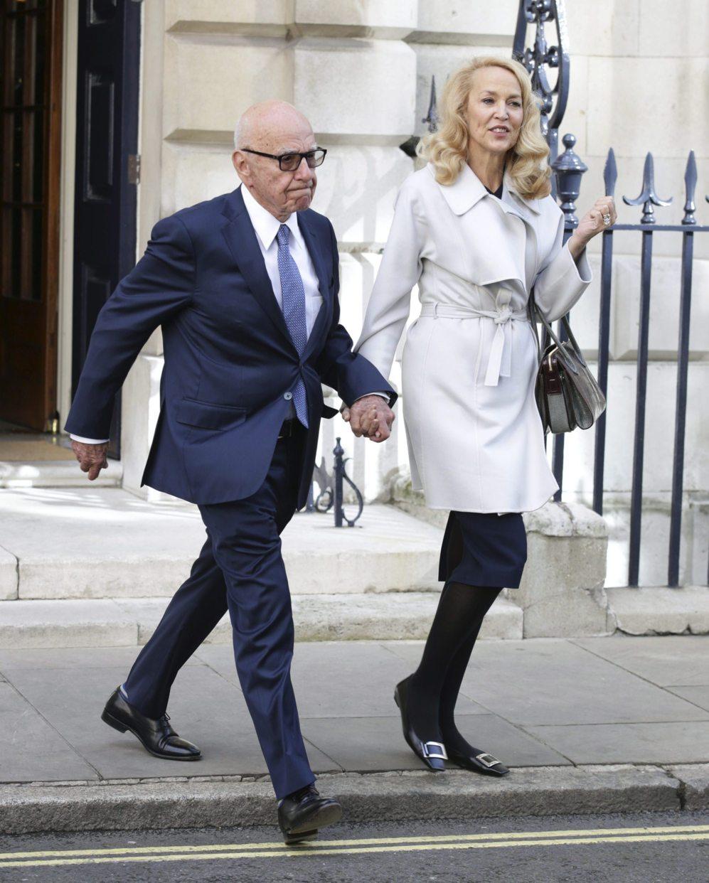El magnate de los medios de comunicación Rupert Murdoch y la exmodelo...