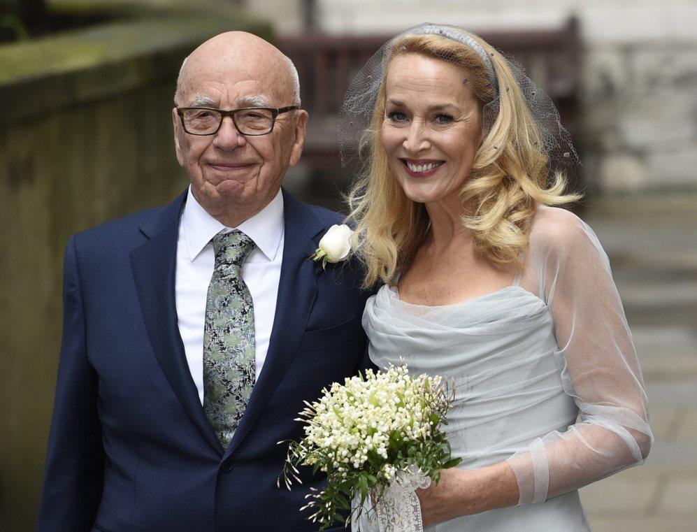 Rupert Murdoch y Jerry Hall después de darse el segundo 'Sí, quiero'...