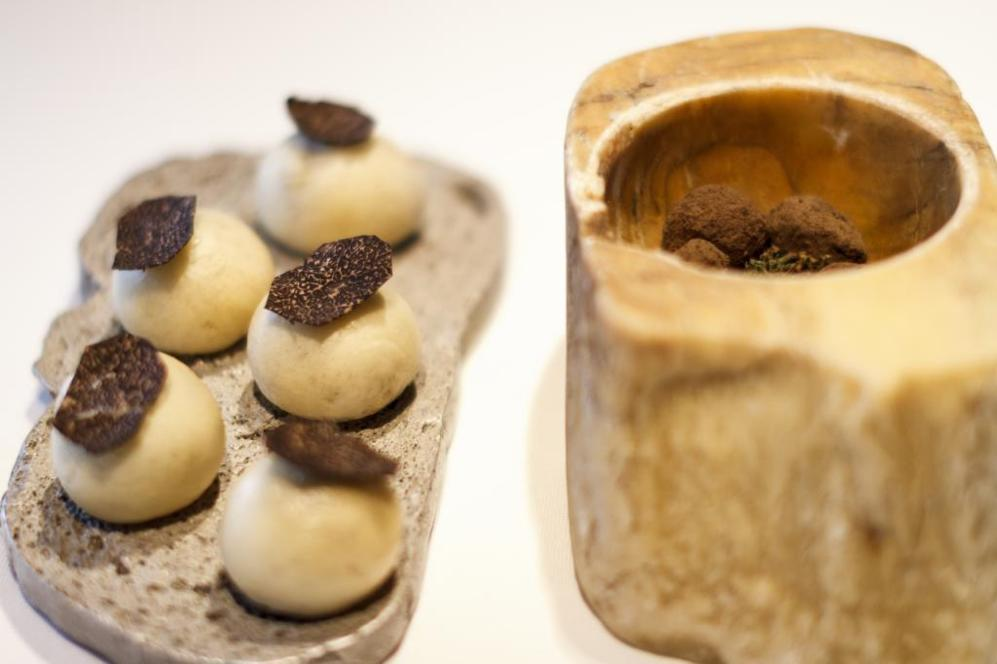 Bombón de trufa. Brioche de trufa. El hongo más caro del mundo en...