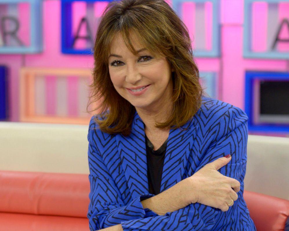 ANA ROSA QUINTANA (60). Reina de las mañanas y poderosa periodista....