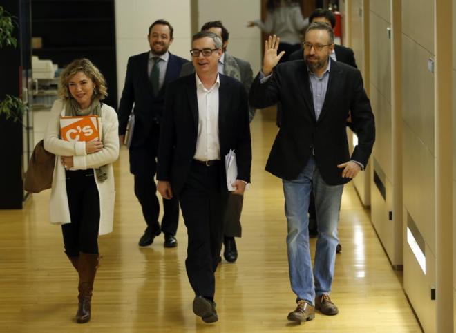 Los diputados de Ciudadanos Marta Martín, José Manuel Villegas y...