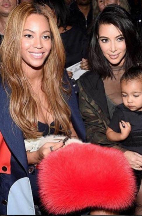 <strong>Kim Kardashian</strong>. Se supone que son íntimas amigas,...