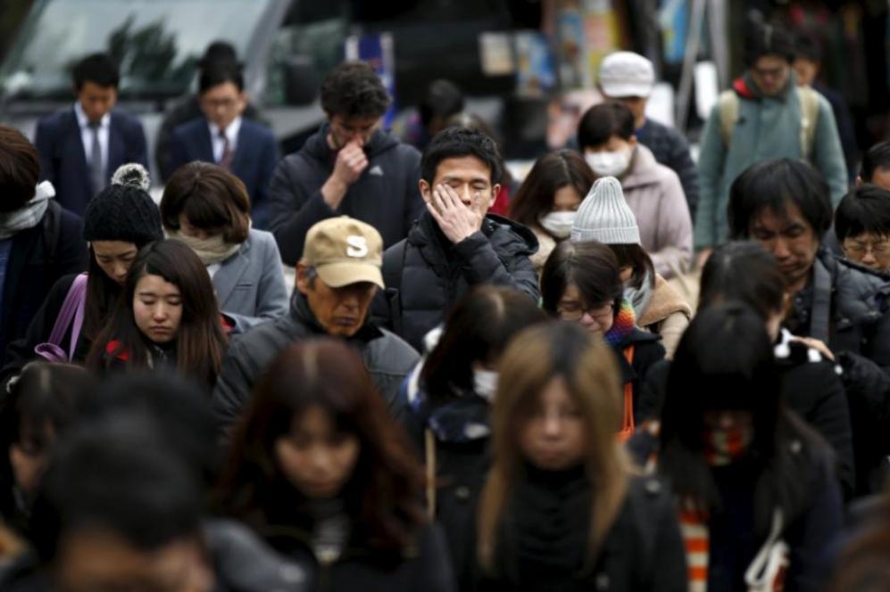 Emocionados, miles de japoneses han recordado la mayor tragedia de la...