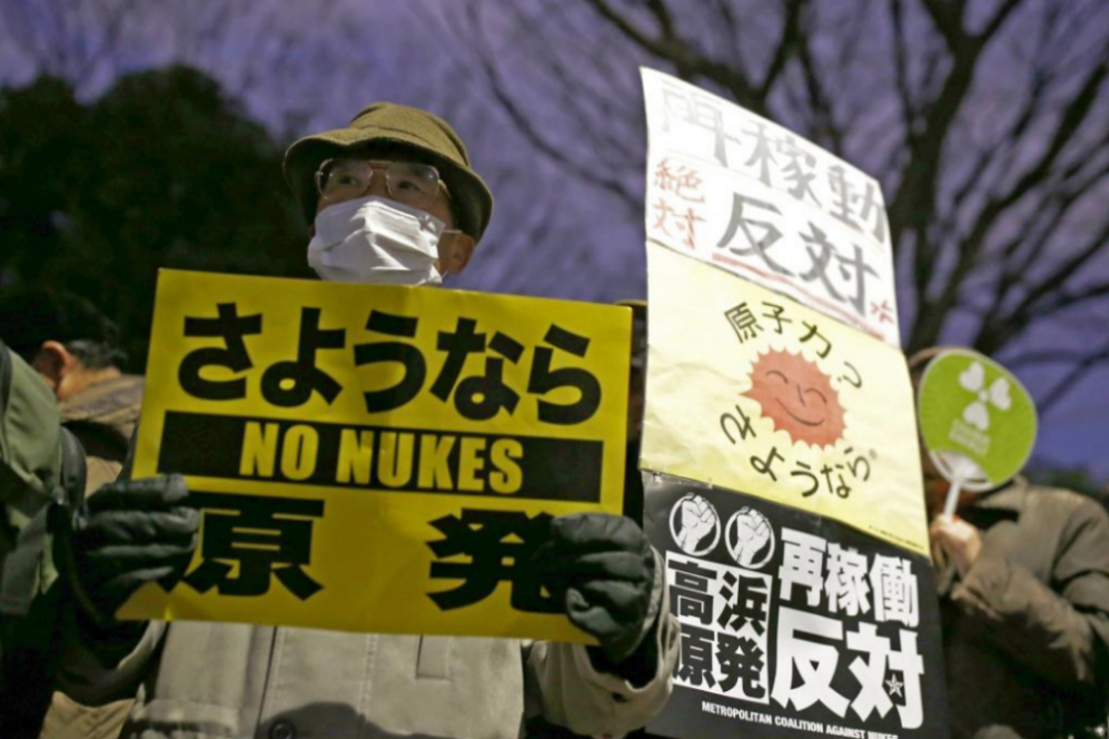 Las protestas anti nucleares no han faltado en la jornada de hoy,...