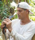 Frank Cuesta, con un reptil.