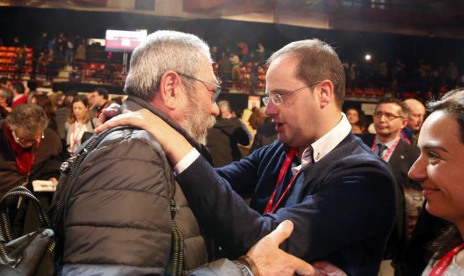 Cándido Méndez, con el secretario de Organización del PSOE, César...