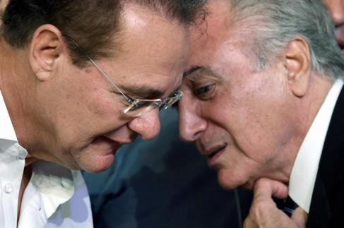 Renan Calheiros, presidente del Senado, habla con el vicepresidente...