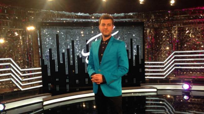 El presentador del concurso musical iraní 'Shab Kook', Barbod Babayi,...
