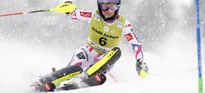 Tessa Worley esquiando.