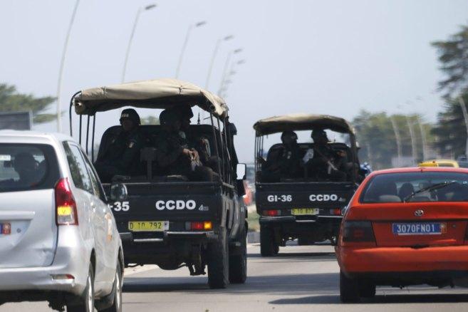 Fuerzas de seguridad marfileñas se dirigen hacia Grand Bassam, en...