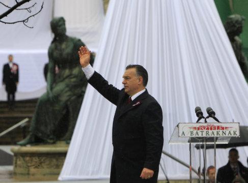 Víktor Orban se dirige a los asistentes a su discurso por el Día...