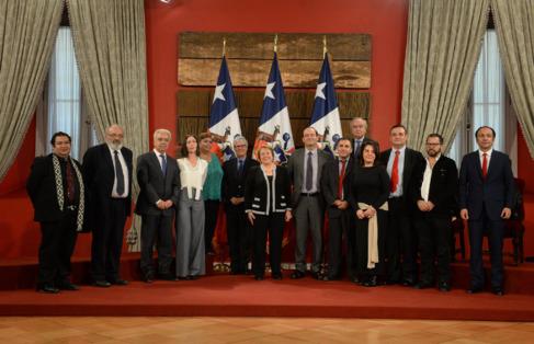 Michelle Bachelet junto a los miembros del Consejo Ciudadano de...