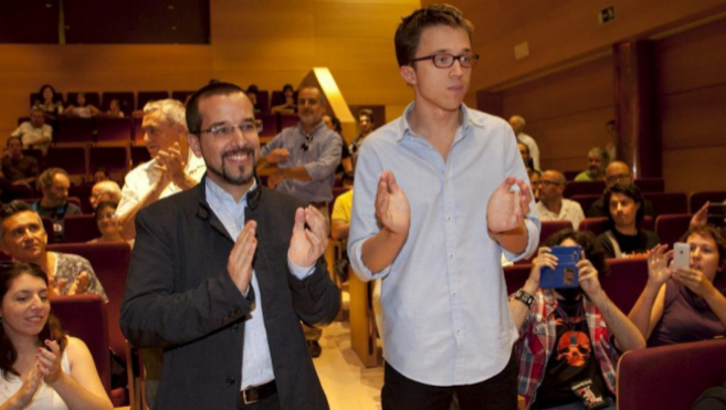 Sergio Pascual junto a Íñigo Errejón en un acto de Podemos.