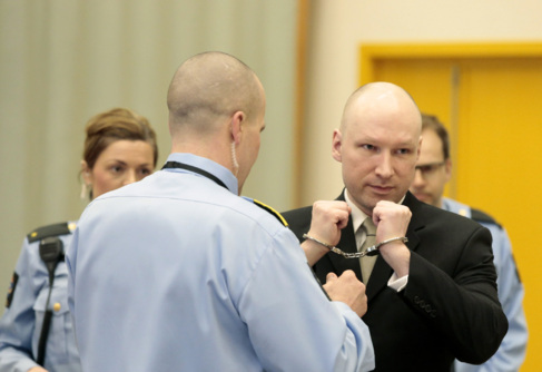 Anders Behring Breivik en el segundo día de juicio en la prisión de...