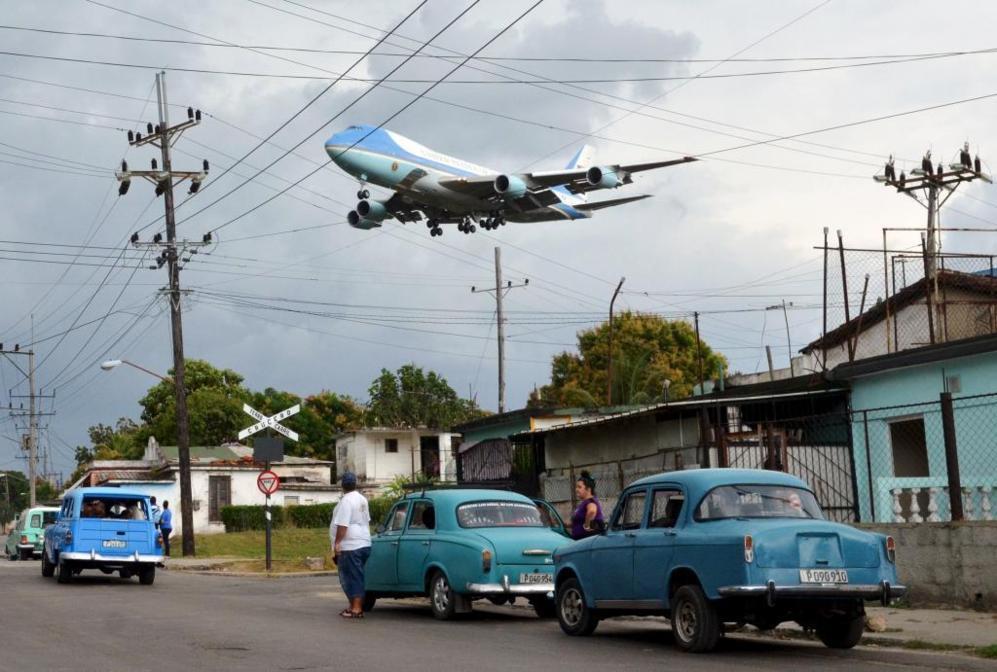 Una de las fotos que se guardarán para la Historia. El avión del...