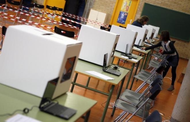 Urnas dispuestas para la votación el 9 de noviembre de 2014.