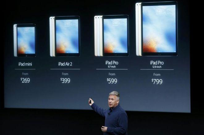 Phil Schiller, de Apple, proyecta la gama completa de iPad.