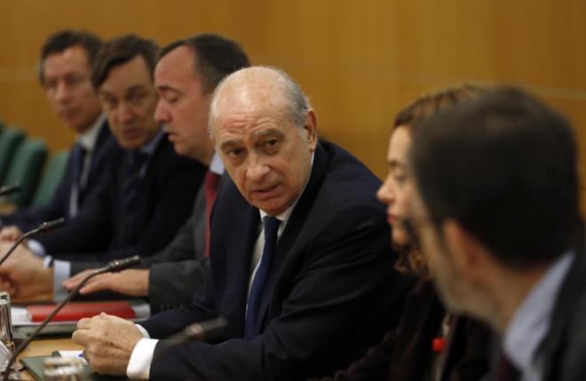 El ministro del Interior, Jorge Fernández, ayer, presidiendo la...