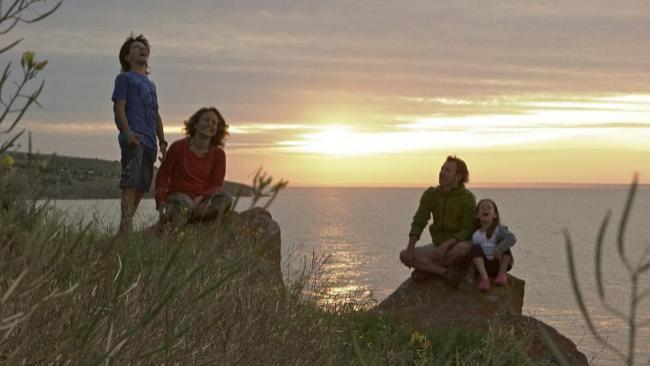 Andoni Canela y Meritxell Margarit, con sus hijos Unai y Amaia, en un...