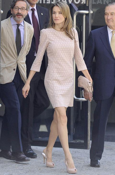 La Reina Letizia Con Vestido Rosa Palo Que Moda El Mundo