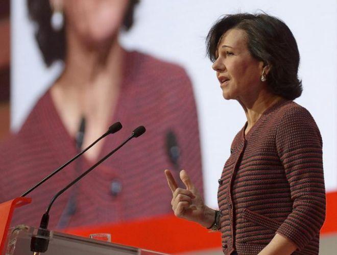 La presidenta del Banco Santander, Ana Botín, durante su...