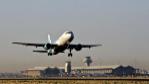Un avión despega en las pistas del aeropuerto de Adolfo Suárez...