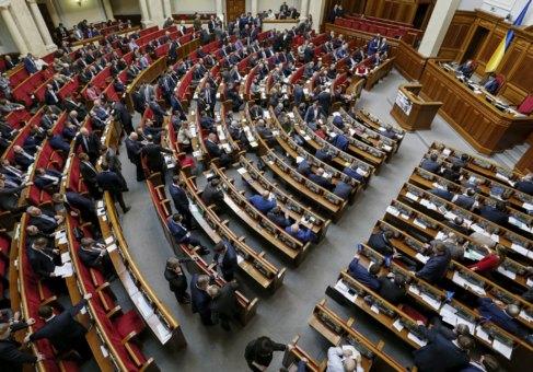 Diputados ucranianos en sesión parlamentaria en Kiev, el día 29.