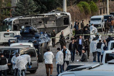 el autobús de la policía turca afectado por la explosión de un...