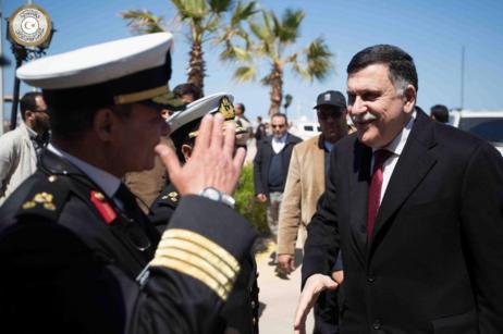El presidente del Consejo presidencial libio, Fayez Serraj, al llegar...