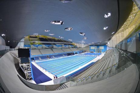 Interior del Centro Acuático de Londres diseñado por Hadid.