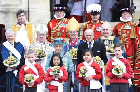 Isabel II y el duque Felipe de Edimburgo en la Capilla de San Jorge