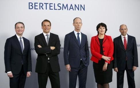 El grupo editorial alemán Bertelsmann posa antes de la presentación...