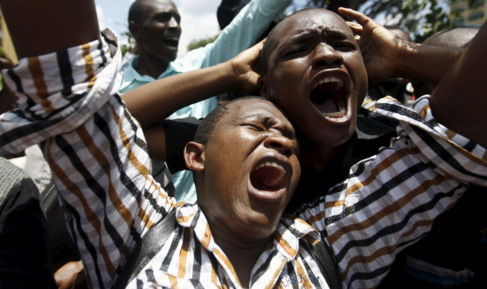 Universitarios keniatas en una manifestación de repulsa contra el...