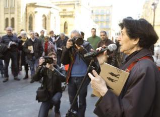 """La artista Esther Ferrer en la """"Marcha de la poesía""""."""