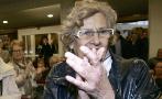 La alcaldesa de Madrid, Manuela Carmena, aplaude a su llegada a la...