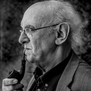 El novelista griego Petros Markaris, autor de 'La muerte de...