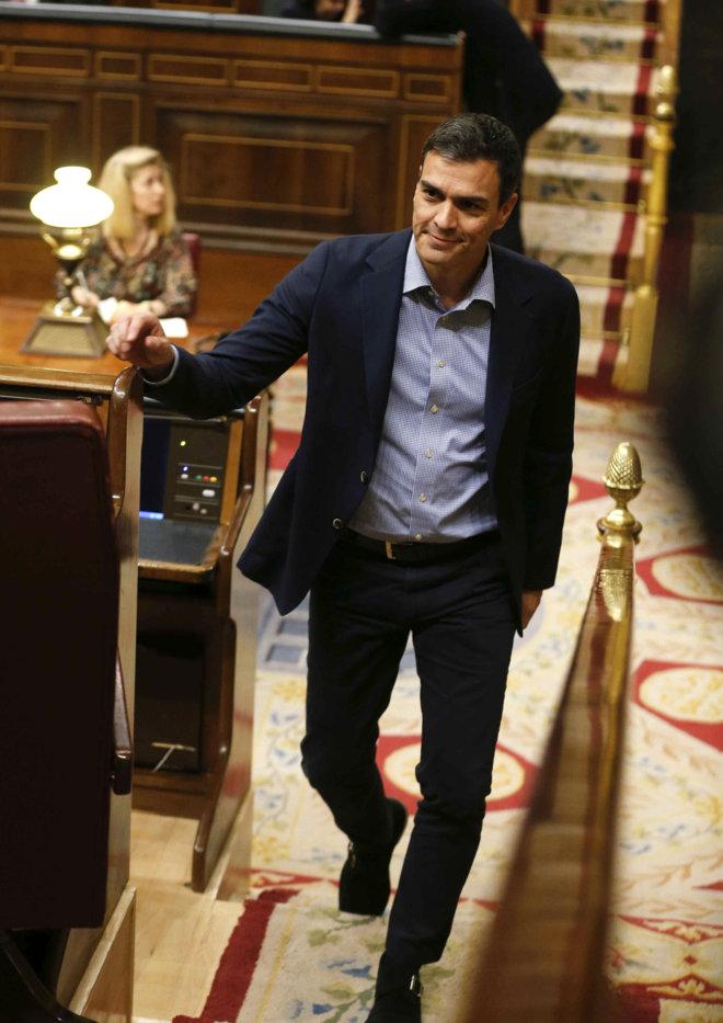 El secretario general del PSOE, Pedro Sánchez, llega al Congreso de...