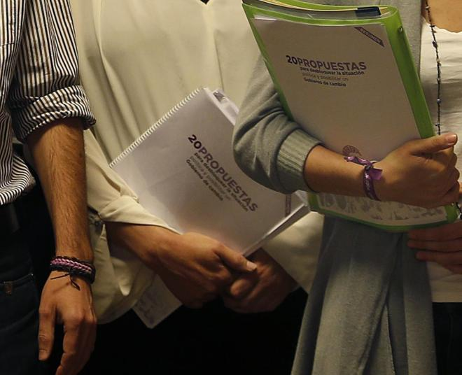 Pablo Iglesias, Carolina Bescansa e Irene Montero (derecha), ayer con...