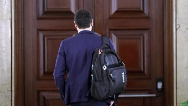 Pedro Sánchez, este viernes, a las puertas de su despacho del...