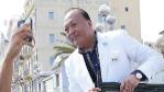 El hombre de negocios chino  Li Jinyuan posando en una foto