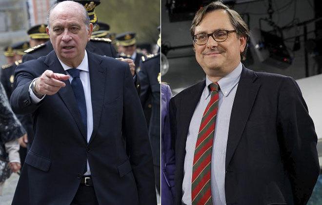 El ministro del Interior en funciones, Jorge Fernández Díaz (i) y el...