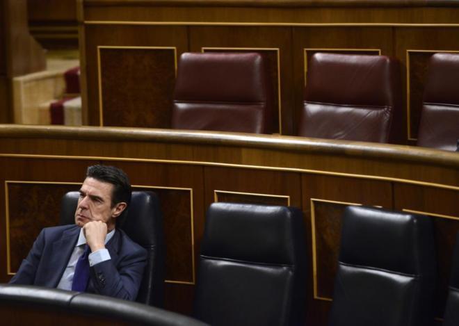 El ministro de Industria, José Manuel Soria, solo en la bancada del...