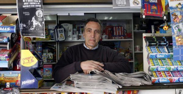 Jesús Martínez, quiosquero en la calle Guinzo de Limia.