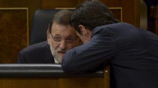 Mariano Rajoy y José Manuel Soria, en el Congreso en mayo de 2015.