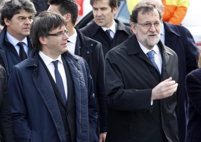 Carles Puigdemont y Mariano Rajoy, el pasado marzo en el homenaje a...