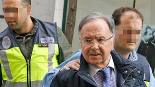 El líder de Manos Limpias, Miguel Bernad, ayer, conducido por la...